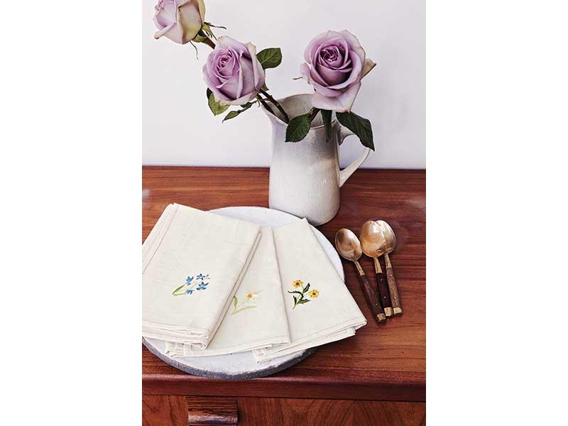 Create a Jane Austen inspired Pretty Floral Napkin